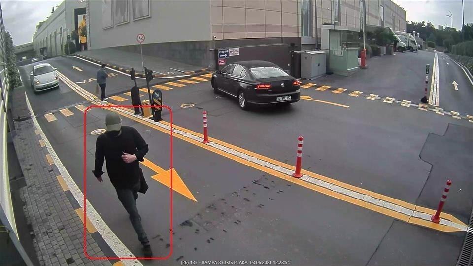 İstanbul'da 225 bin liralık çanta hırsızlığı saniye saniye kameralara yansıdı