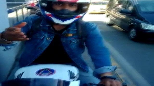 Kaldırıma çıkan motosikletli ile yaya arasında yol verme tartışması