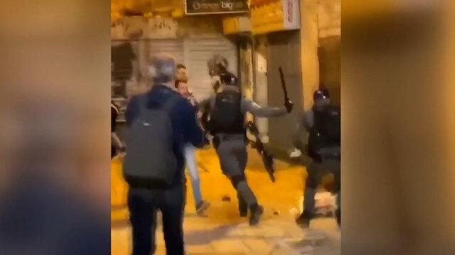 İşgalci İsrail'den akşam namazı kılan Filistinlilere coplu saldırı