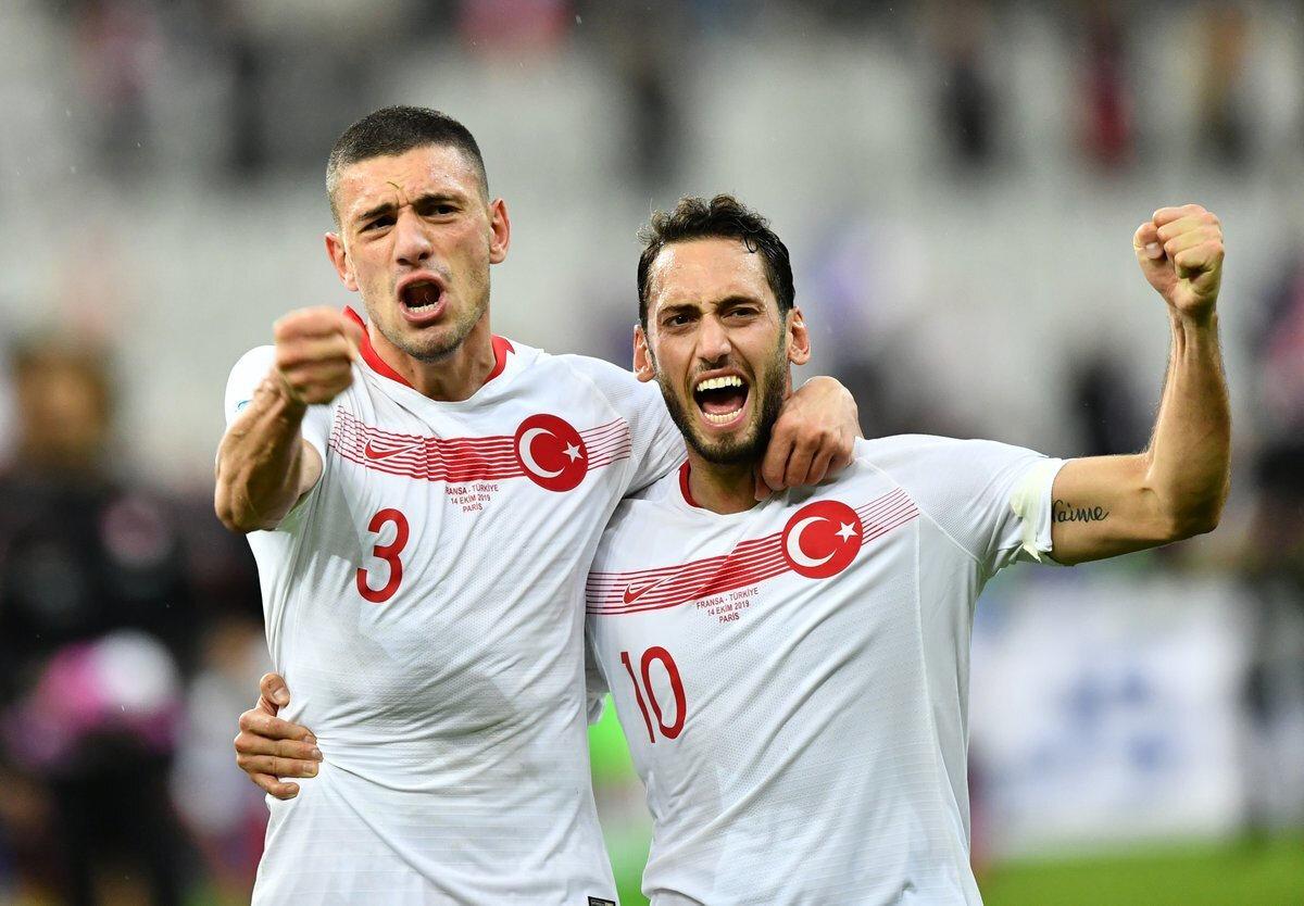 Merih Demiral ve Hakan Çalhanoğlu
