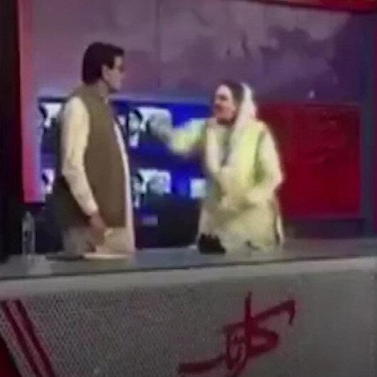Pakistanda eski bakan canlı yayında milletvekiline tokat attı
