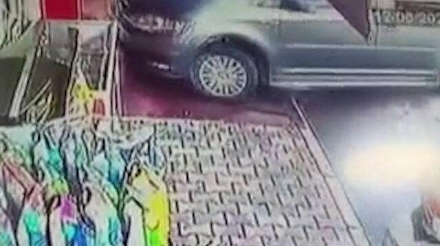 Kayseri'de sürücüsünün kontrolünü kaybettiği otomobil lokantaya böyle girdi