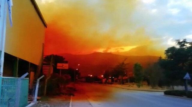 Antalya'da kimyasal madde sızıntısı: Gökyüzü turuncuya boyandı