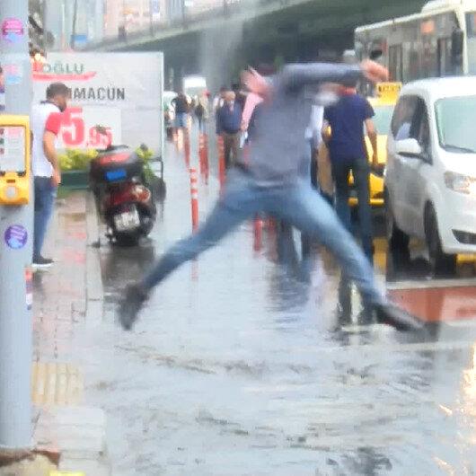 Yağmur sonrası Mecidiyeköyde caddeler göle döndü: Vatandaş zor anlar yaşadı