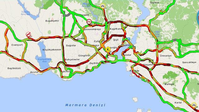 İstanbul'da sağanak yağış sonrası trafik yüzde 80'lere dayandı