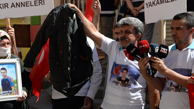 Dağa kaçırılan oğlunun montu HDP binasından çıktı: Benim oğlumu HDP götürdü