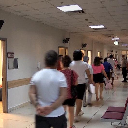Antalyada vatandaşlar aşı merkezlerinde yoğunluk oluşturuyor