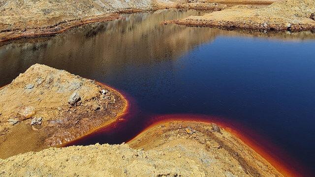 Her sene binlerce ziyaretçiyi ağırlıyor: Kırmızı gölet görenleri şaşırtıyor