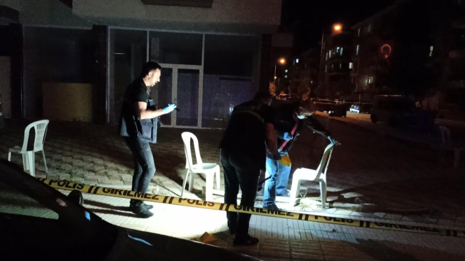 Saldırının yaşandığı sokakta ve hastanede polis ekipleri tarafından geniş güvenlik önlemleri alındı.