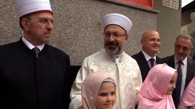 Kosova'da hafızlık kursu öğrencilerinden Diyanet İşleri Başkanı Erbaş'a karşılama töreni