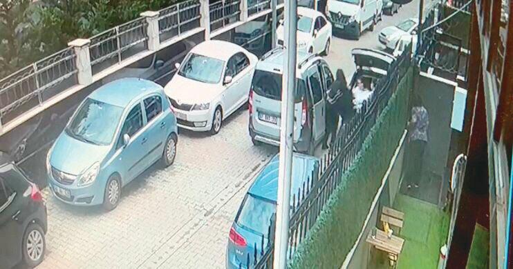 Gaspçılar, içinde para olan çantayı almak için Sibel Koçan'a saldırdı.
