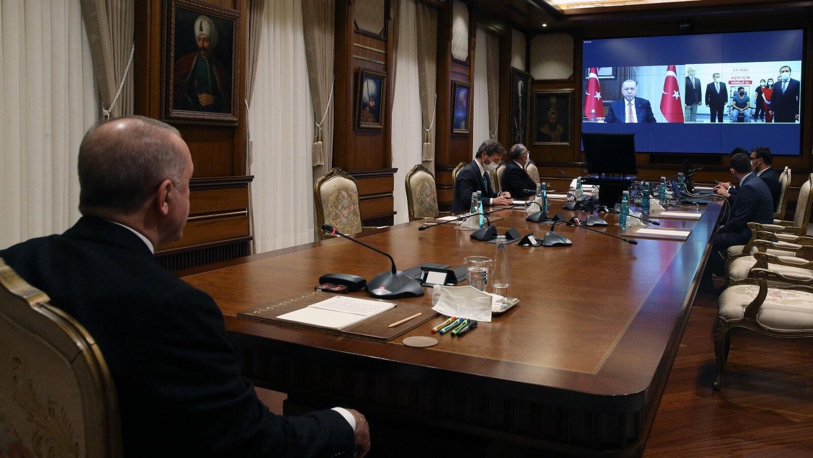 Cumhurbaşkanı Erdoğan, yerli Kovid-19 aşısının üçüncü fazının ilk doz uygulamasına, video konferans ile katıldı.