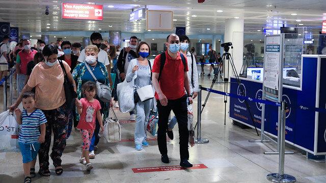 Antalya'ya ilk uçak indi: Beş milyon Rus turistin gelmesi bekleniyor