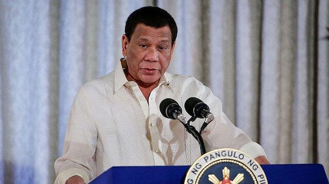 Filipinler Devlet Başkanı Duterte koronavirüs aşısı olmayı reddedenleri hapse atmakla tehdit etti