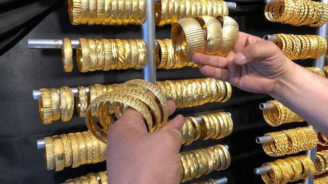 Vatandaş altın kaplama metal ziynet eşyalarına yöneldi: '10 bin liralık bileziğin aynısını 100 liraya alabiliyorlar'