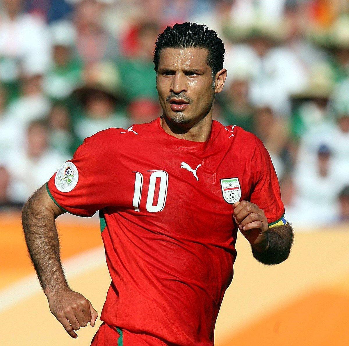 Ali Daei, 1993-2006 yılları arasında İran Milli Takımı ile 149 maçta 109 gol atmıştı.