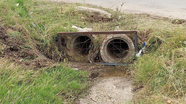 İki çocuğa mezar oldu: Sadece demir mazgalla kapattılar