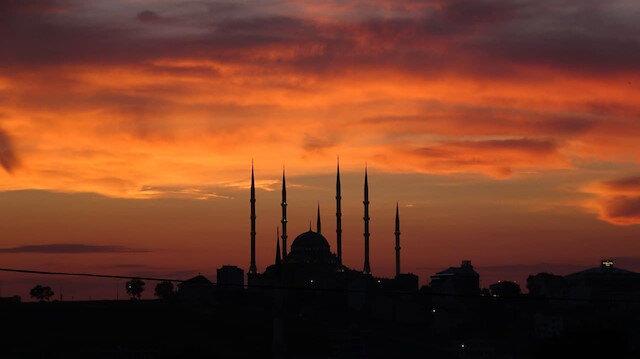 İstanbul'da tablo gibi günbatımı manzarası