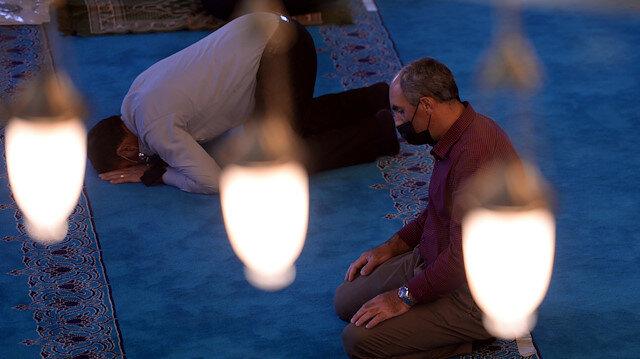 Namazda sadece Fatiha okumakla, farz olan kıraat yerine gelir mi?