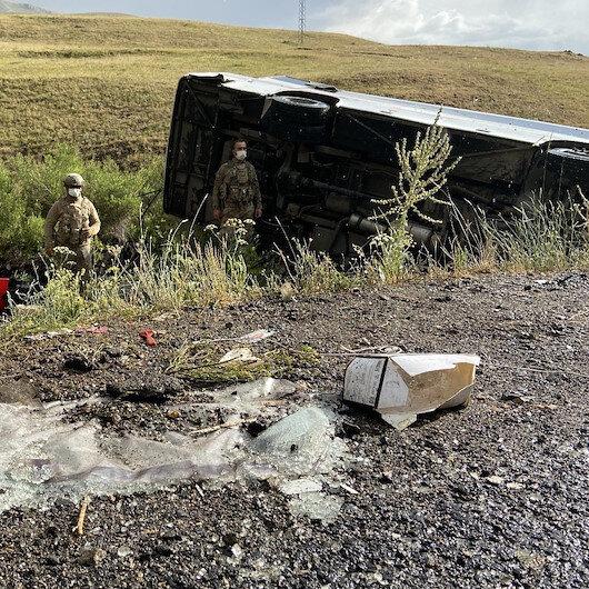 Ağrı'da yolcu otobüsü şarampole devrildi: 1 ölü, 26 yaralı