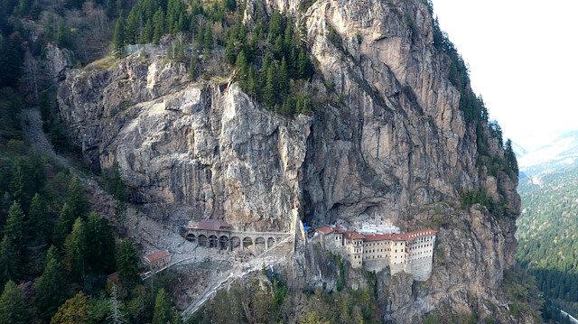 Sümela Manastırı'nda 360 tonluk tehdit: Dev kaya kütlesi için harekete geçildi