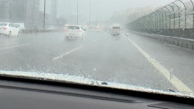 İstanbul'da sağanak trafiği olumsuz etkiledi