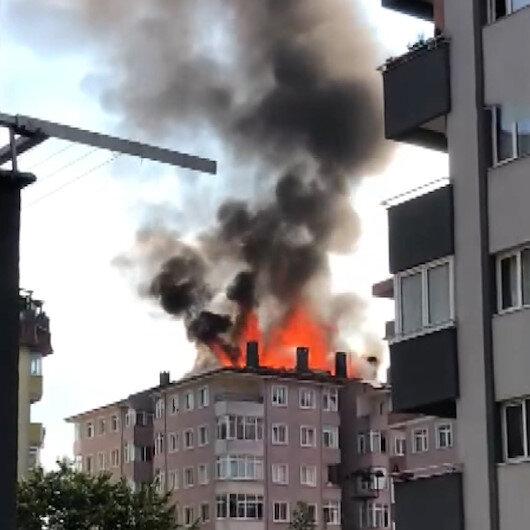 Ümraniyede yangın paniği: Binanın çatısını alevler sardı