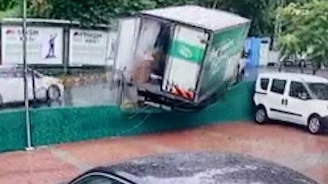 Sarıyer'de freni boşalan kamyonet otoparka girdi