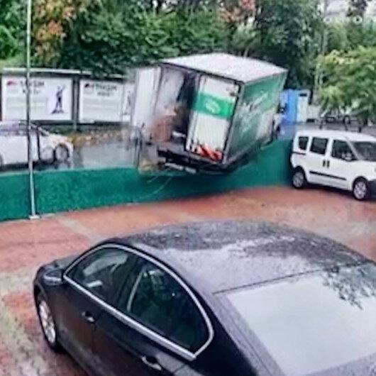 Sarıyerde freni boşalan kamyonet otoparka girdi