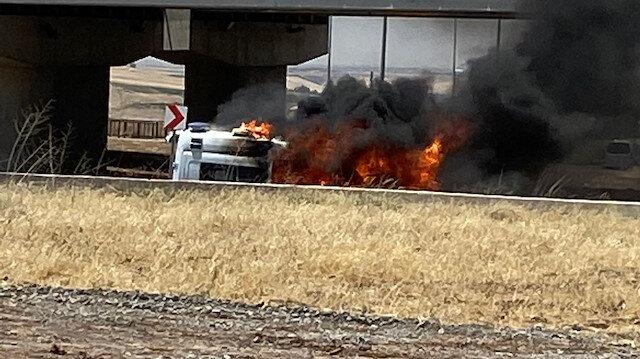 Diyarbakır'da hasta almaya gidilen ambulans, alev alev yandı