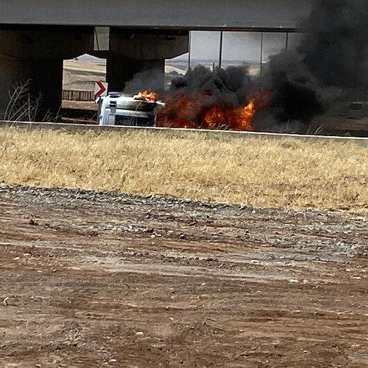 Diyarbakırda hasta almaya gidilen ambulans, alev alev yandı