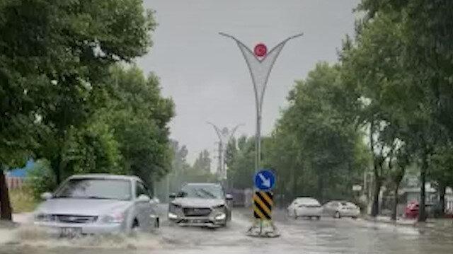 Gebze'de etkili olan sağanak yağış hayatı olumsuz etkiledi