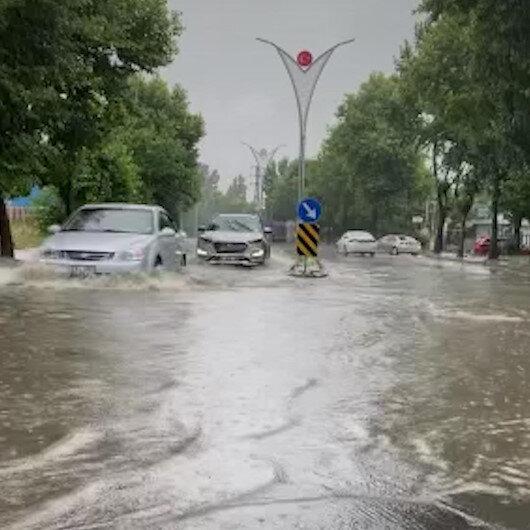Gebzede etkili olan sağanak yağış hayatı olumsuz etkiledi