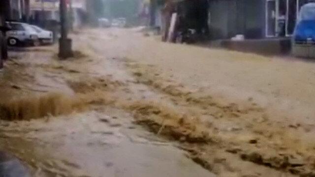 Zonguldak'ta dere taştı: Belde merkezi sular altında kaldı