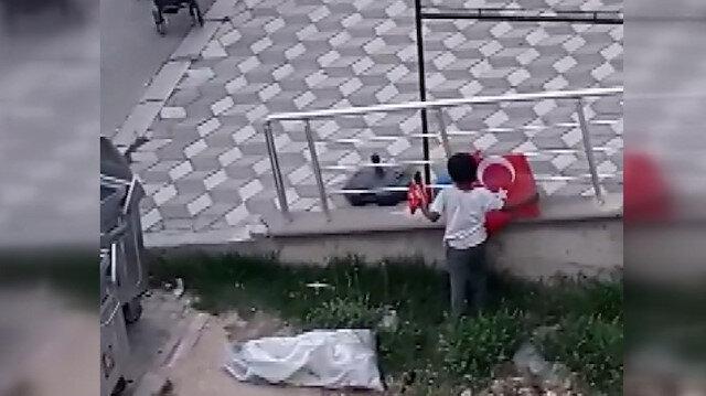 Suriyeli çocukların Türk bayrağı hassasiyeti kamerada