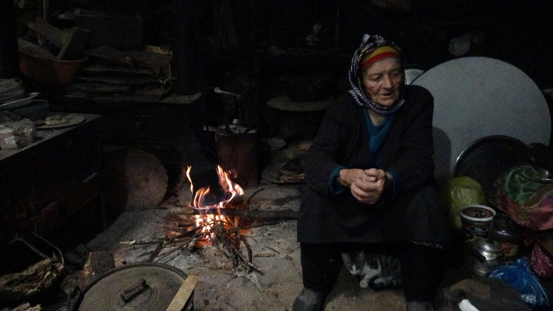 37 yıldır Karakısrak Yaylası'nda yaz- kış tek başına yaşayan ve yörede 'Robinson Nine' olarak tanınan 87 yaşındaki Fadime Kayacı'nın hayatı belgesel oldu.