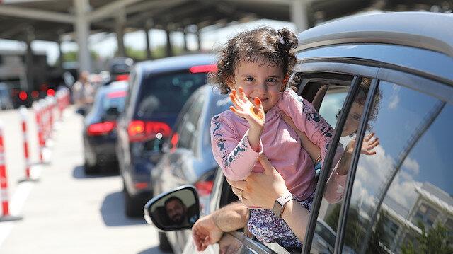 Kapıkule'den 400 bin gurbetçi ana vatana geldi: Memleketimizi görmek bambaşka bir duygu