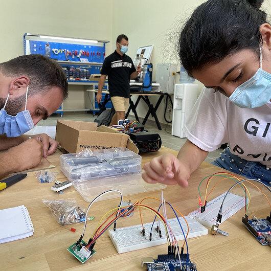 """""""تيكا"""" التركية تفتتح مختبرا للروبوتات بالجامعة اللبنانية في صيدا"""