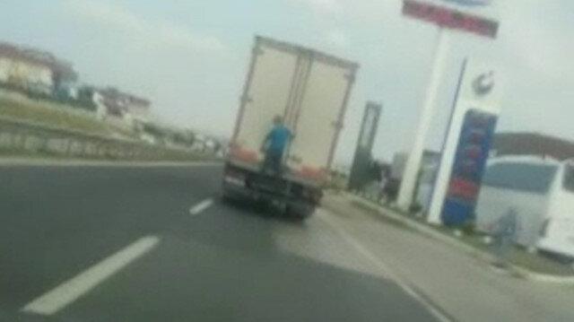 Silivri'de kamyon arkasında tehlikeli yolculuk kamerada