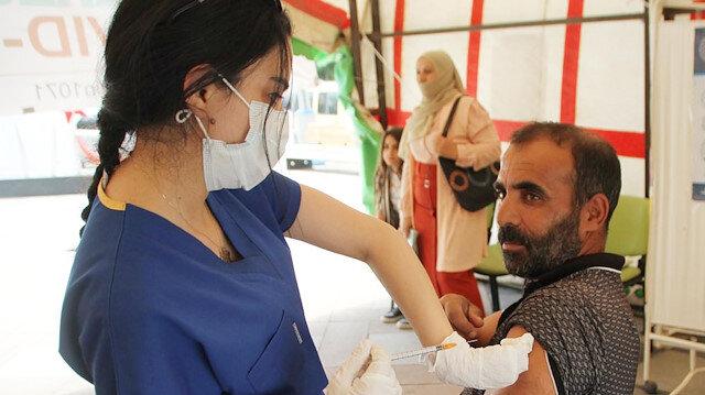 Aşılama oranında yüzde 70'i yakalamak için meydana çadır kurdular: Randevusuz aşı yapıyorlar