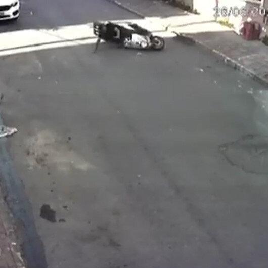 Önüne fırlayan kediyi son anda fark eden motosikletli sürücü kaza yaptı