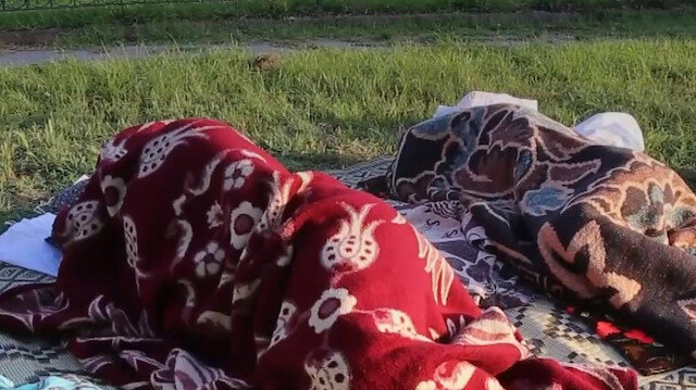 Otellerde yer bulamayan güreş sevdalıları parklarda sabahladı