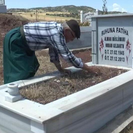 Alman vatandaşının mezarı başında 8 yıldır dua ediyor: Allah bir Muhammed hak