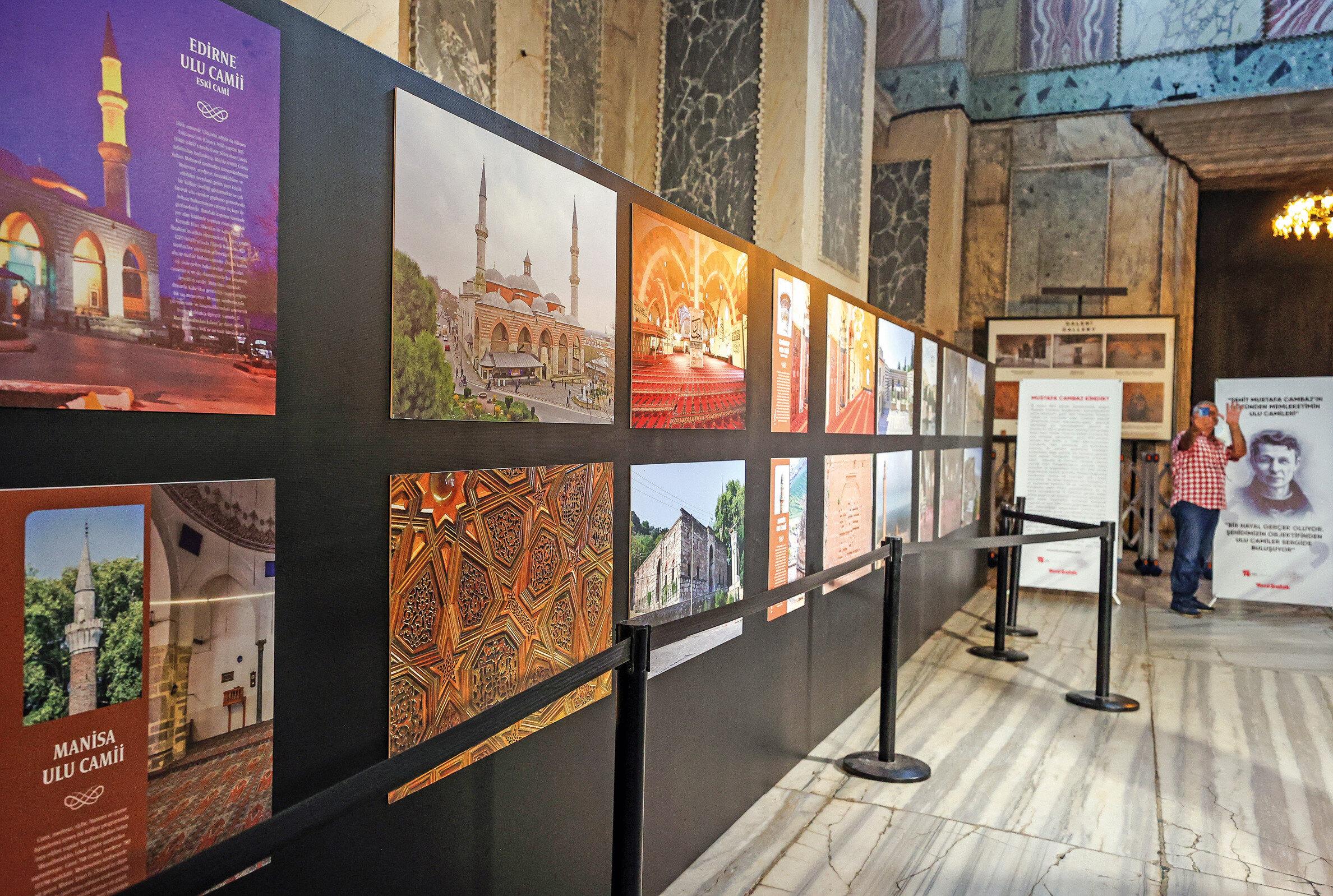 """Sanat tarihi ve mimari eser fotoğrafçılığı alanında tanınan bir isim olan, yaptığı işi """"kayıt fotoğrafçılığı"""" olarak tanımlayan Cambaz, 2000'li yıllardan itibaren değişik mevsimlerde tüm Türkiye'yi adım adım gezerek, 10 binin üzerinde fotoğraf çekti ve ulu camileri kayıt altına aldı."""