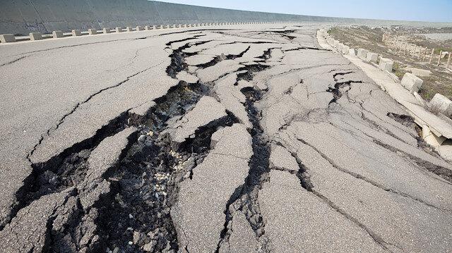 Endonezya'da 6,2 büyüklüğünde deprem: Tsunami uyarısı yapıldı