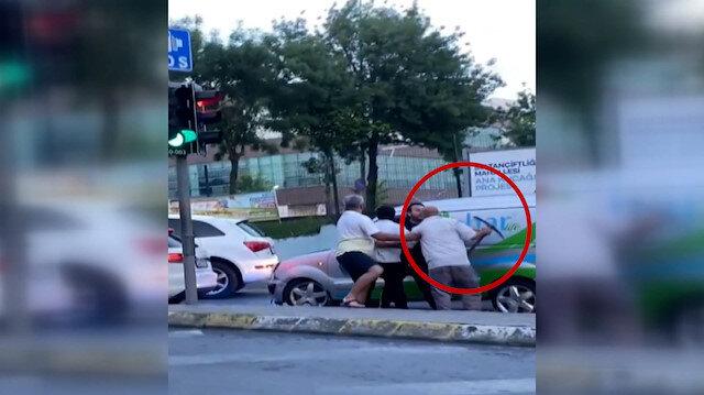 Sultangazi'de tartıştığı sürücüye kazma ile saldırdı