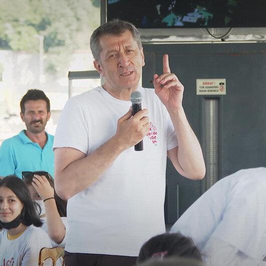 Milli Eğitim Bakanı Selçuk Telafide Ben de Varım etkinlikleri kapsamında öğrencilerle vapur gezisine çıktı