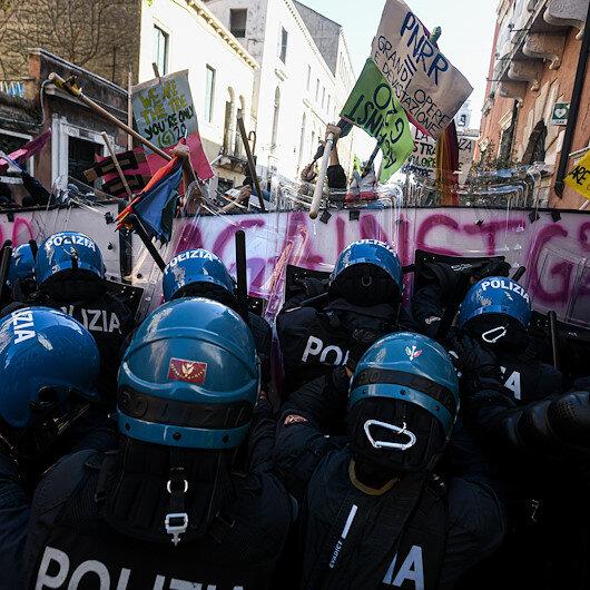 Venedikte G20 toplantısını protesto eden göstericiler ile polis arasında arbede