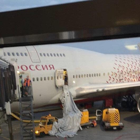 Rusya'da akıl almaz olay: Nefessiz kalan yolcular uçağın acil çıkış kapısını açtı