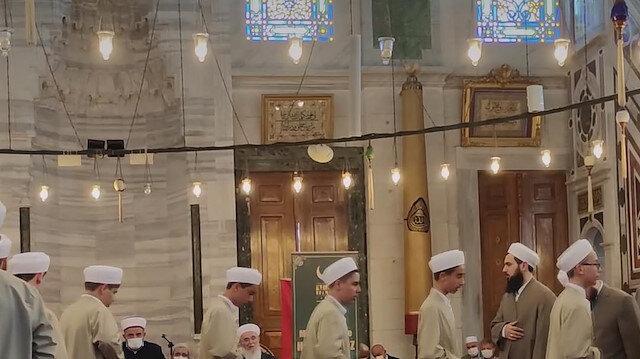 Hafızlık eğitimini tamamlayan 29 talebe Fatih Camii'nde düzenlenen törenle icazet aldı